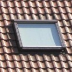 dachfenster sonnenschutz mit sonnenschutzfolie f r fenster. Black Bedroom Furniture Sets. Home Design Ideas