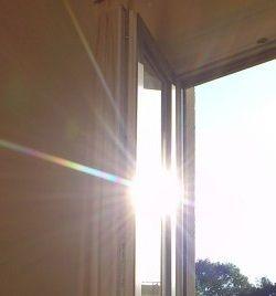 spiegelfolien sonnenschutz mit sonnenschutzfolien f r fensterscheiben. Black Bedroom Furniture Sets. Home Design Ideas
