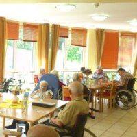 Sonnenschutz-Seniorenheim